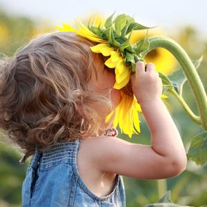 Immagine ottimizzata bambina con girasole
